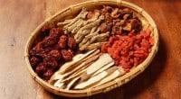 הרפואה הסינית הקלאסית היא מנהג עתיק המושרש עדיין על ידי מיליוני מטפלים ומטופלים ברחבי העולם, גם לאחר התפתחות הרפואה המדעית המודרנית. בשורש הרפואה הסינית הקלאסית קיימת האמונה לפי האדם נתפס […]